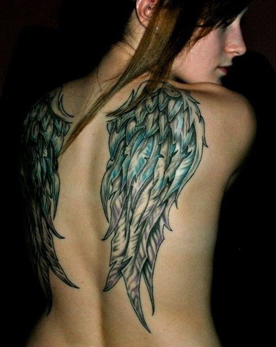 tatuajes de alas para mujeres 8