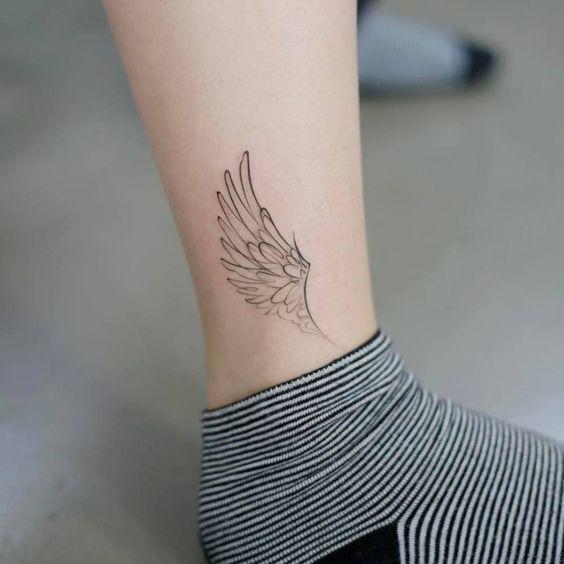 tatuajes de alas para mujeres 11