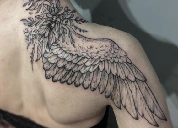 tatuajes de alas para mujeres 9