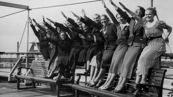 escuela de novias nazis 2