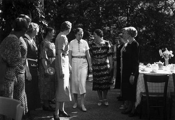 escuela de novias nazis 5