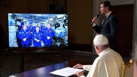 papa francisco dialogo con astronautas 1