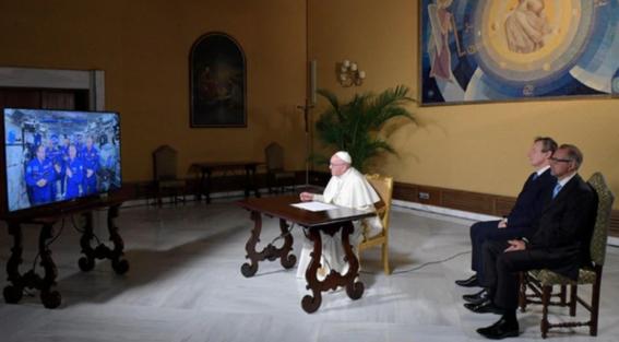 papa francisco dialogo con astronautas 2