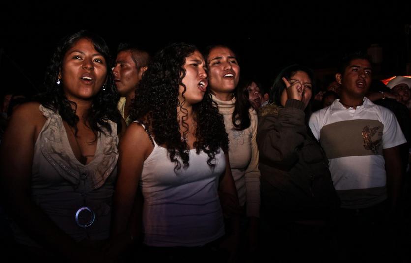 12  fotografías para entender la realidad que se vive en un baile grupero 4