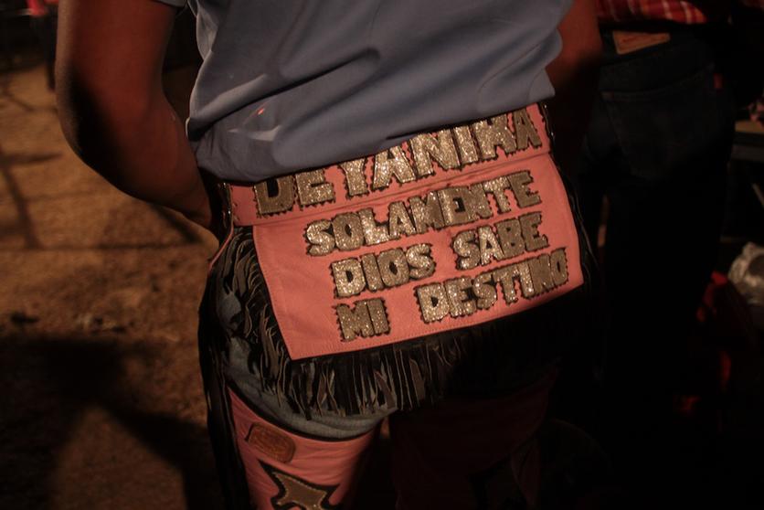 12  fotografías para entender la realidad que se vive en un baile grupero 10