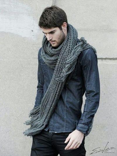 15 formas en las que un hombre con estilo utiliza una bufanda - Moda ... 60d9f79a80d