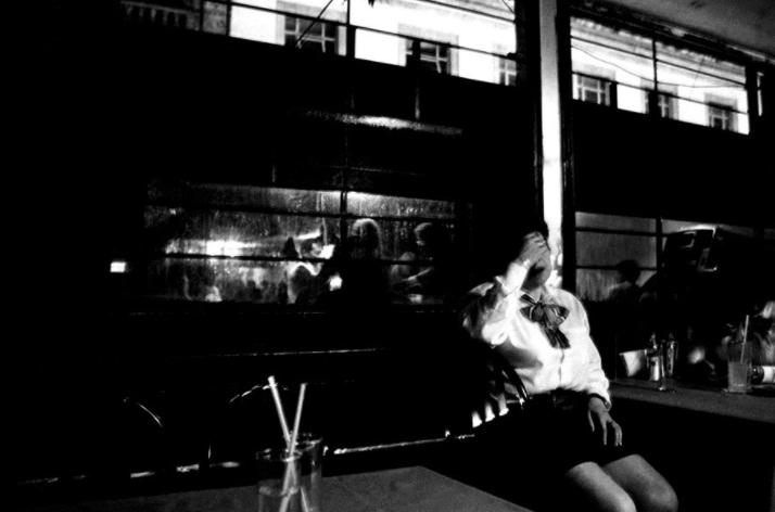 14 fotografías de ficheras: el amor que se vende en la oscuridad 8