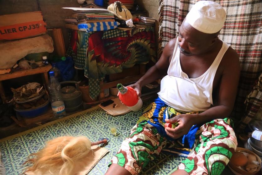 24 fotografías de sacrificios y vudú en África 20