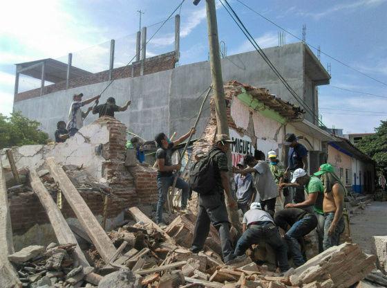 migrantes que ayudaron a damnificados podrian ser deportados 1