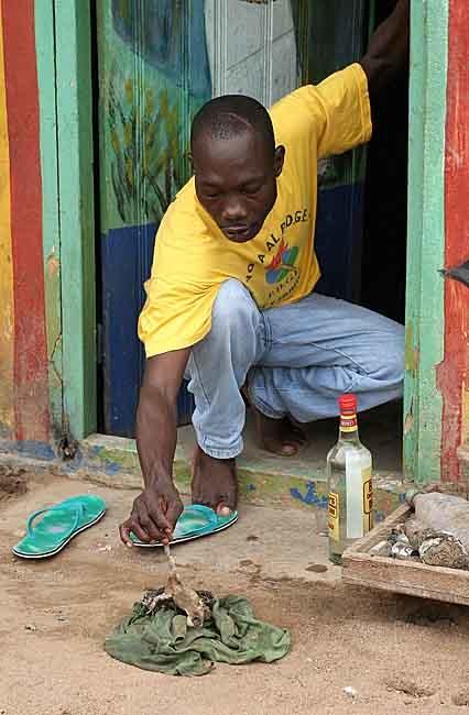 24 fotografías de sacrificios y vudú en África 12