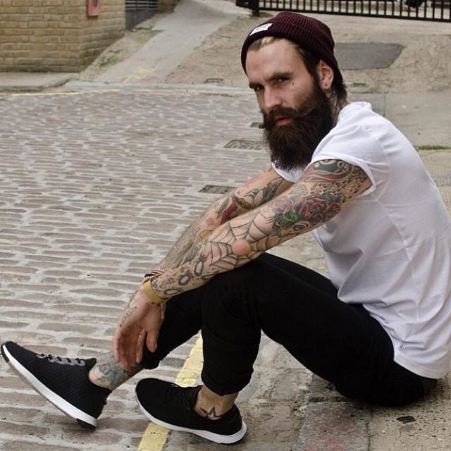 Cortes de cabello perfectos para hombres con barba 0
