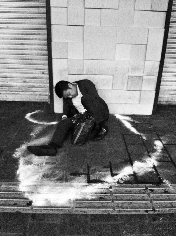 Muerte por cansancio: 18 fotografías de explotación y derrota en Japón 1