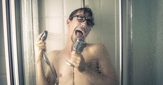 beneficios de cantar en la ducha 3