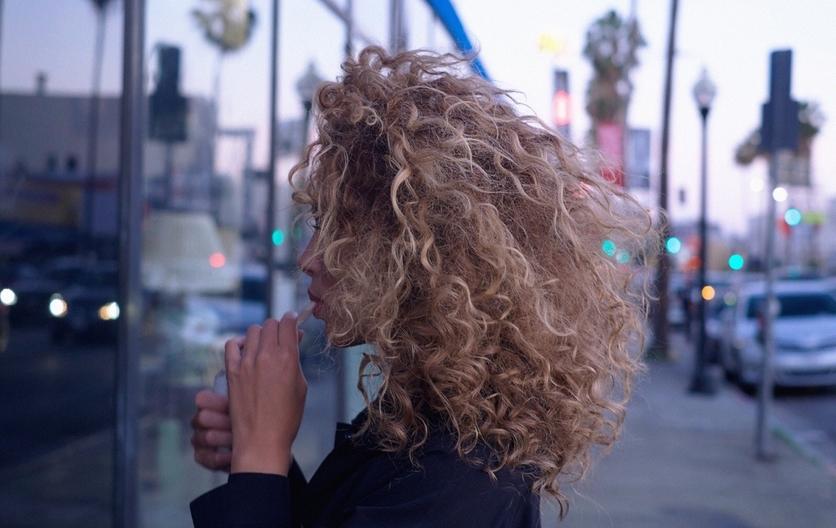 5  formas de enchinar tu cabello sin tenazas 4