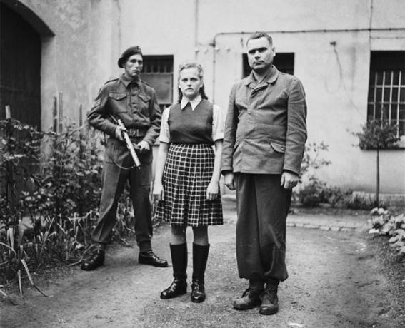 mujeres nazis matan a judios 3