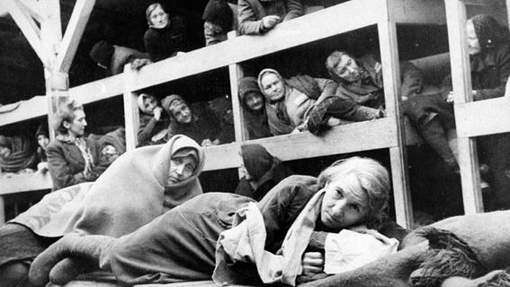 mujeres nazis matan a judios 4