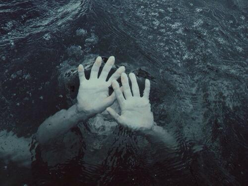 El amor es una tragedia que nos vuelve viejos 0