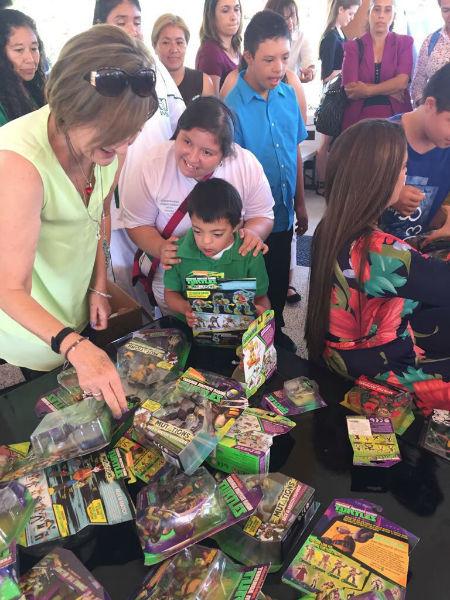 coleccionista vende juguetes para ayudar a damnificados 3
