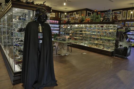 coleccionista vende juguetes para ayudar a damnificados 4
