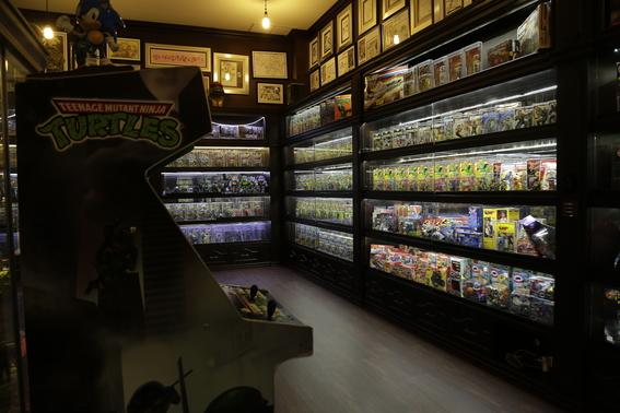 coleccionista vende juguetes para ayudar a damnificados 5