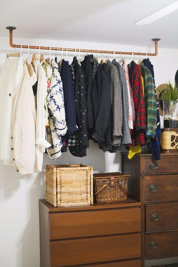 20 ideas para hacer un closet sin gastar dise o for Puertas recicladas para decorar