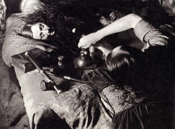 fotografias historicas de mujeres fumadoras de opio 1