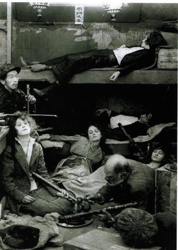 fotografias historicas de mujeres fumadoras de opio 4