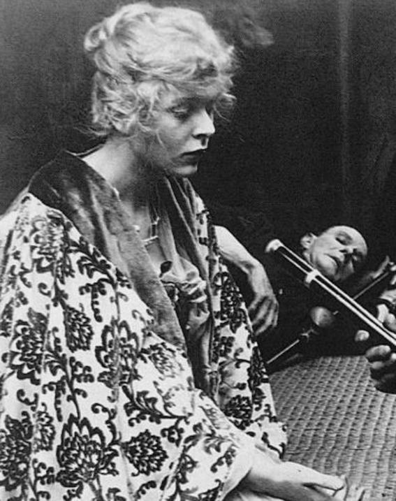 fotografias historicas de mujeres fumadoras de opio 7