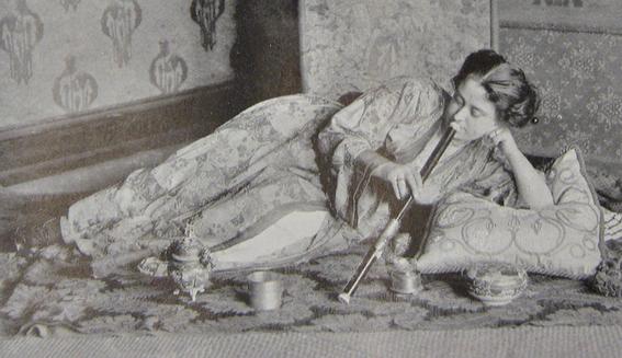 fotografias historicas de mujeres fumadoras de opio 10