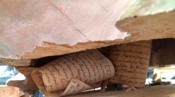 crucifijo es capsula de cartas antiguas 2