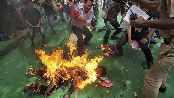 monje tibetano se prende fuego 2