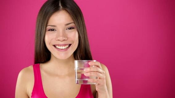 tomar dos litros de agua al dia no es bueno 1