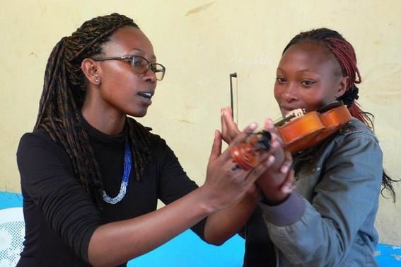 ensenan musica a ninos pobres de kenia 1