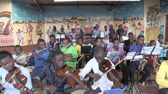 ensenan musica a ninos pobres de kenia 2