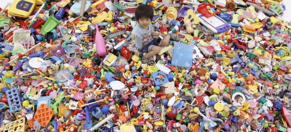 porque es malo regalar muchos juguetes a los infantes 1