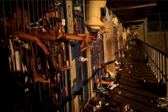 Cómo se vive adentro de una prisión entre tortura y maras en 24 fotografías de Meredith Kohut 0