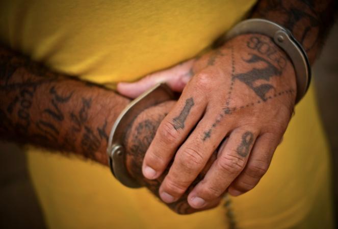 Cómo se vive adentro de una prisión entre tortura y maras en 24 fotografías de Meredith Kohut 6