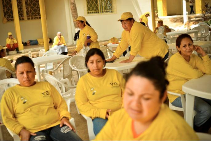 Cómo se vive adentro de una prisión entre tortura y maras en 24 fotografías de Meredith Kohut 17