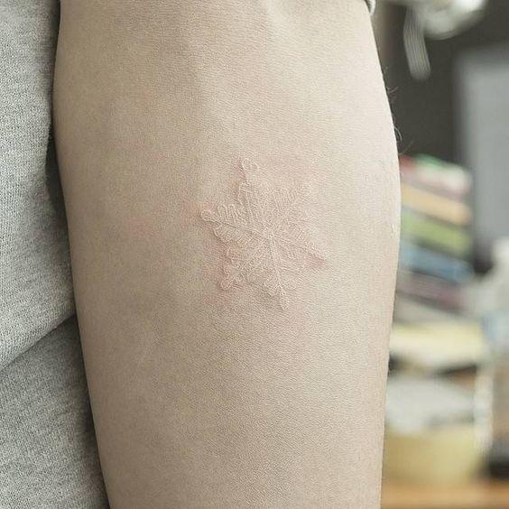 tatuajes de tinta blanca 12