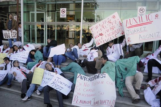narcotraficantes asesinan a doctores en mexico 5