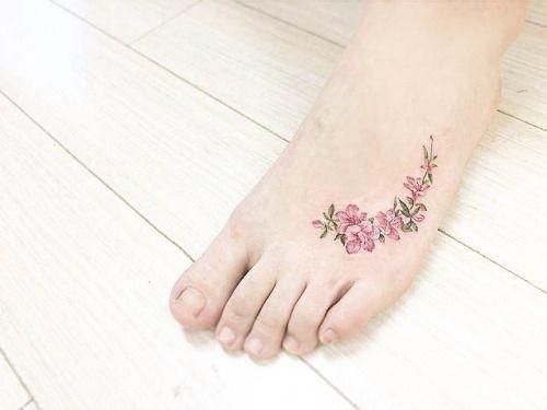 tatuajes de flores en los pies 3