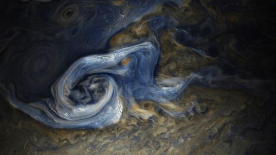 sonda juno captura nebulosas impresionistas en jupiter 2