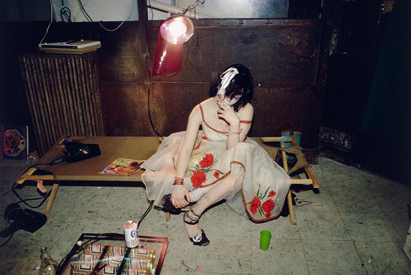 Fotografías de Nan Goldin sobre la intimidad, sexo y dependencia de una juventud decadente 11