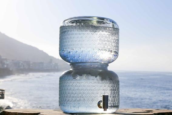 en estados unidos estan vendiendo agua cruda a 37 dolares el galon 1