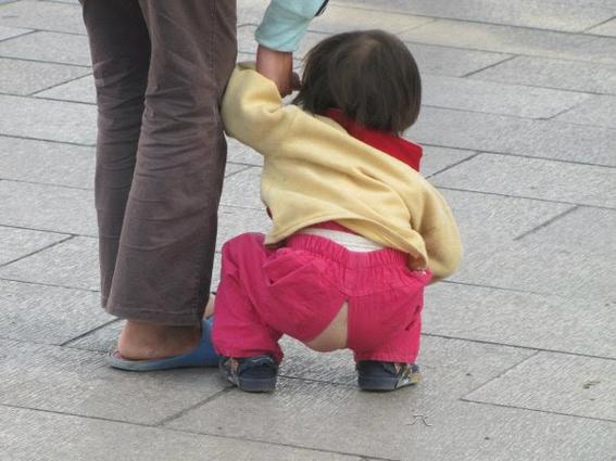 pantalones con el trasero descubierto en china 1
