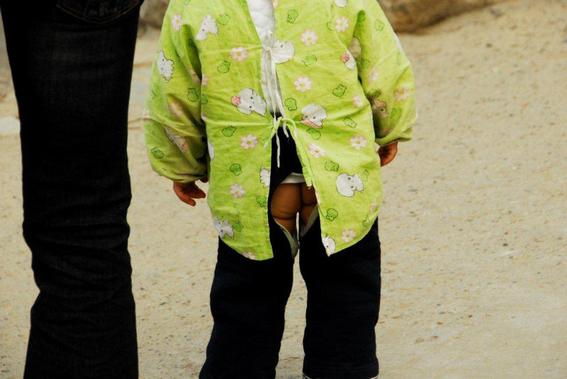 pantalones con el trasero descubierto en china 3