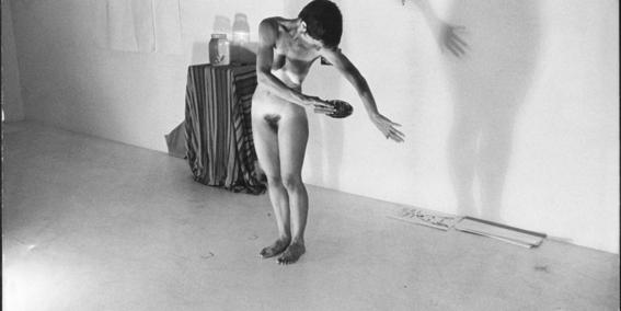 perfomances con cuerpos femeninos 2