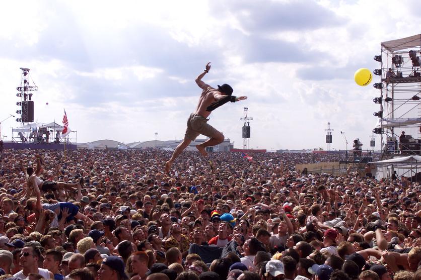 La extraña similitud entre una ceremonia religiosa y un concierto de rock 2