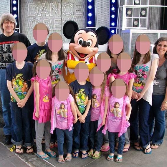 padres en california encadenan a sus 13 hijos 3