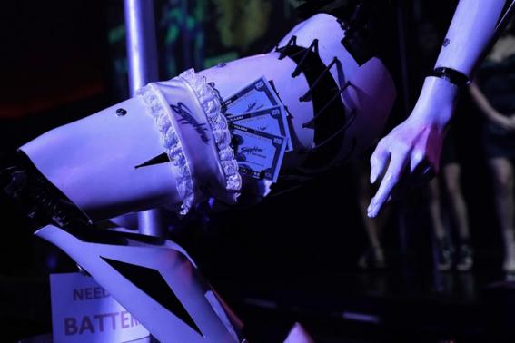 privado en club de robots strippers 1